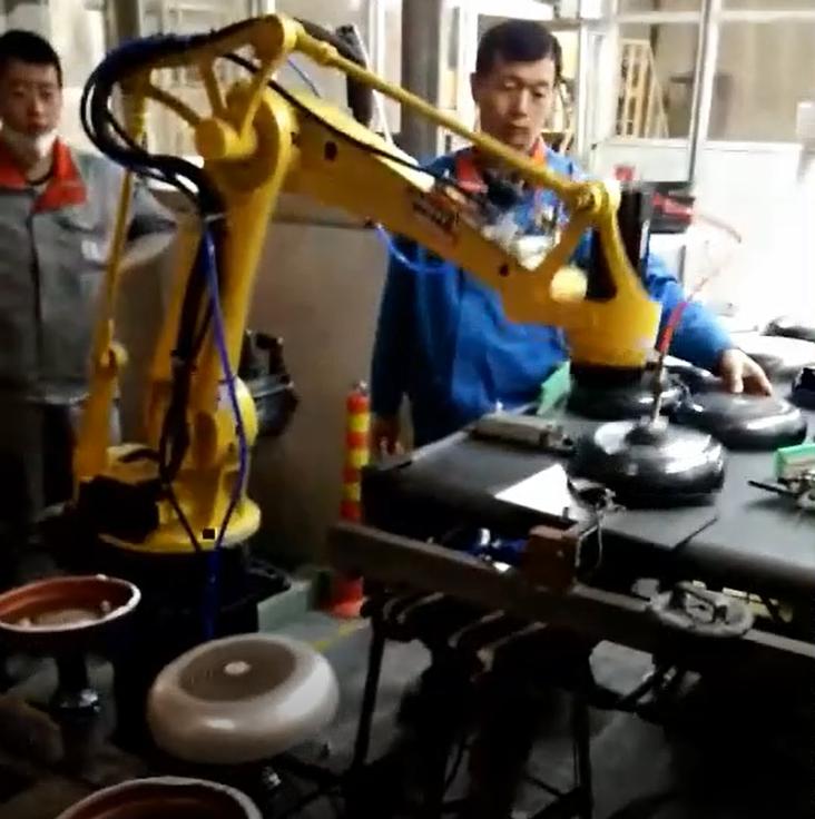 https://www.yooheart-robot.com/uploads/Hotel-smart-kitchen-test-with-20kg-1800-robot.png